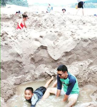 hot water beach thames coromandel new zealand