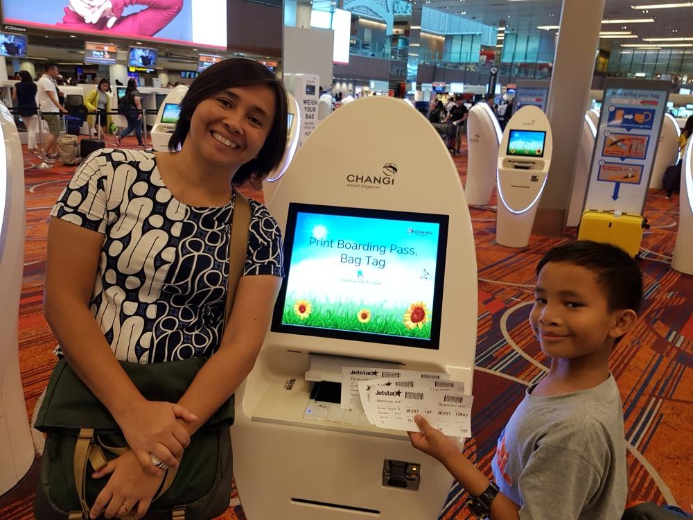mesin boardingpas otomatis di airport changi