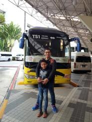 naik bis dari changi airport menuju johor bahru janganmenyerah